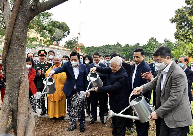 Secretary General of the Communist Party of Vietnam (CPV) and State President Nguyen Phu Trong (3rd right) at the launching of the 2021 tree-planting festival. Photo: Thanh Hai/Kinhtedothi