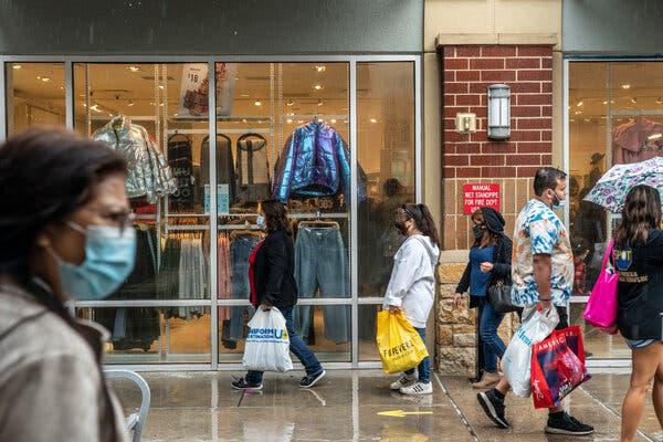 Chi tiêu tiêu dùng tại Mỹ tăng mạnh trong tháng 1/2021 - Ảnh 1.