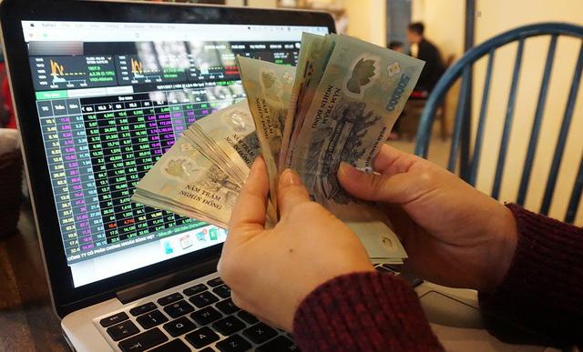 Bitcoin điên cuồng tăng giá, cho chứng khoán và vàng hít khói - Ảnh 1.