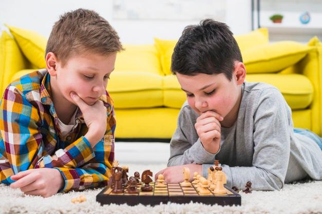 Từ bàn cờ đến cuộc sống: Cách cờ vua giúp trẻ em dám chấp nhận rủi ro - Ảnh 1.