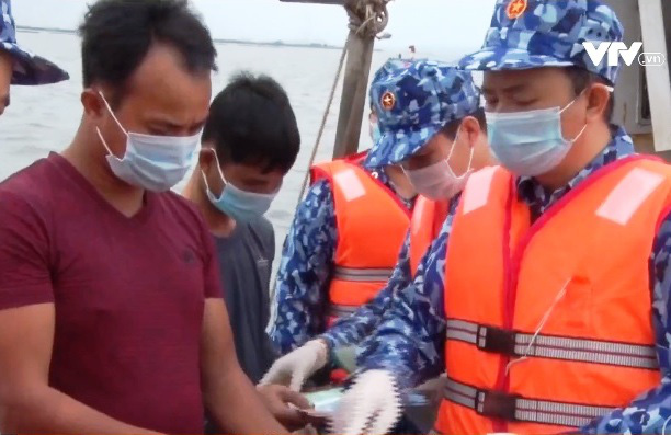 Dịch COVID-19: Ngăn ngừa ngư dân tiếp xúc tàu nước ngoài - Ảnh 2.
