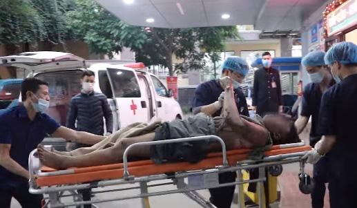 Cấp cứu bệnh nhân bị bỏng nặng do nổ bình dầu - Ảnh 1.