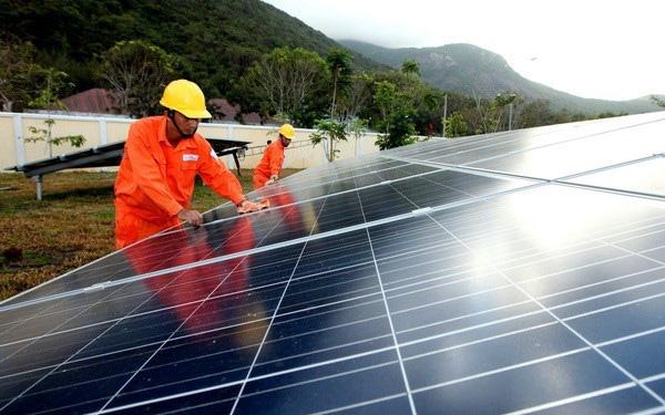 Bộ Công Thương lý giải việc cắt giảm các nhà máy năng lượng tái tạo - Ảnh 1.