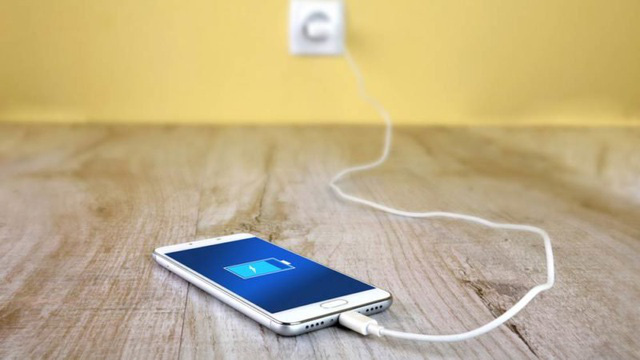 Thoát ứng dụng, sạc qua đêm và những quan niệm sai lầm khi dùng smartphone - Ảnh 2.