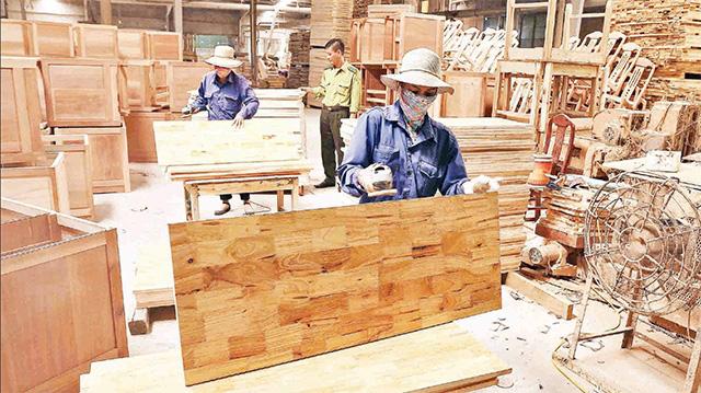 Giá nguyên phụ liệu ngành gỗ tăng cao - Ảnh 1.