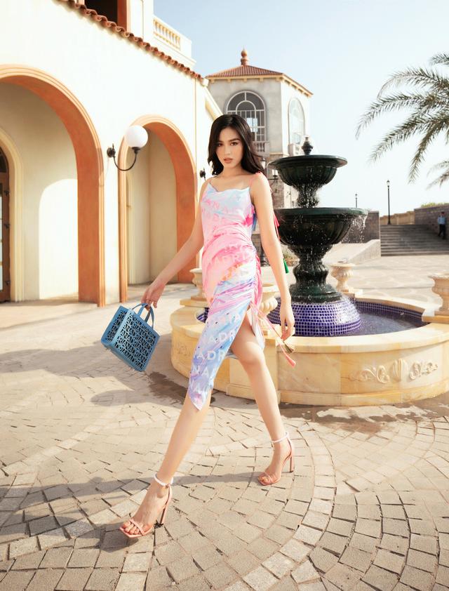 Đỗ Thị Hà gợi cảm catwalk cùng cặp Hoa hậu song Linh - Ảnh 3.