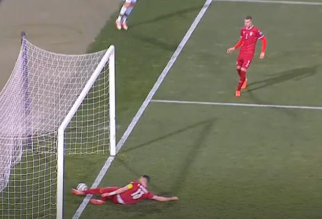 Trọng tài xin lỗi vì tước bàn thắng của Ronaldo - Ảnh 1.