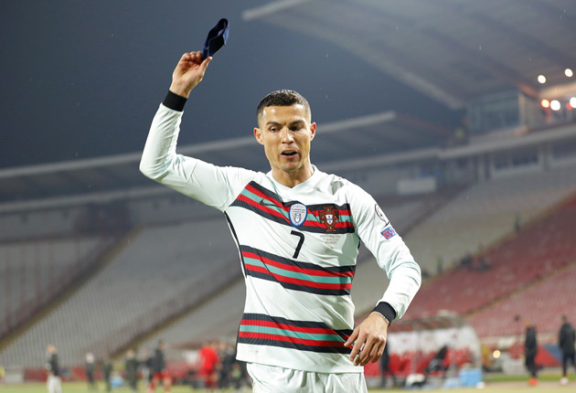 Trọng tài xin lỗi vì tước bàn thắng của Ronaldo - Ảnh 4.