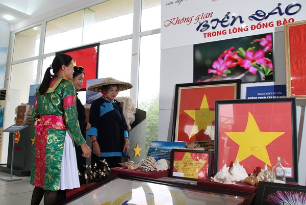 Photos exhibited at the event. (Photo: Vietnam National Village for Ethnic Culture and Tourism)