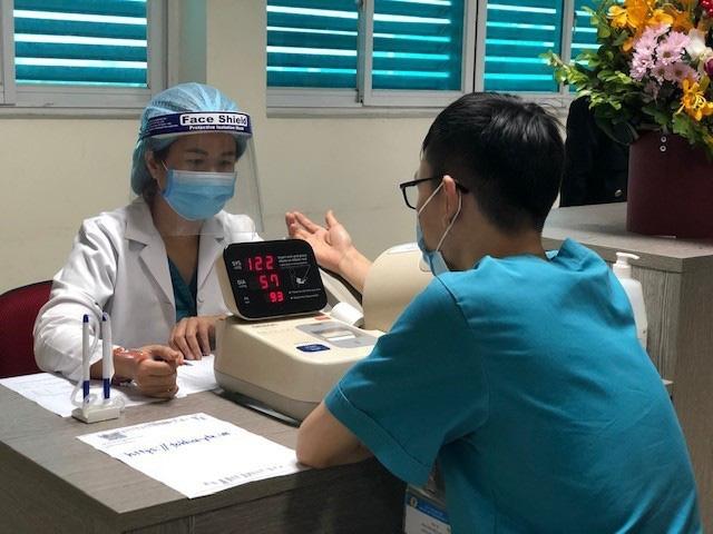 Y bác sĩ bệnh viện Thanh Nhàn tin vào độ an toàn của vaccine ngừa COVID-19 đã tiêm - Ảnh 2.