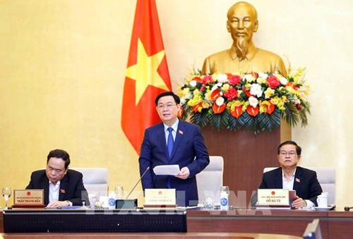 NA Chairman Vuong Dinh Hue speaks at the 55th meeting of the 14th NA Standing Committee