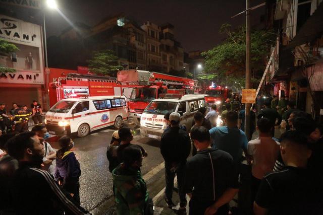 Vụ cháy ở phố Tôn Đức Thắng: Cả 4 người trong gia đình tử vong, nguyên nhân do chập điện - Ảnh 1.