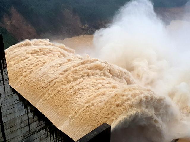 Xả lũ gây thiệt hại cho dân, Thủy điện Đăk Mi 4 vẫn chưa đền bù - Ảnh 1.