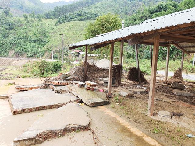 Xả lũ gây thiệt hại cho dân, Thủy điện Đăk Mi 4 vẫn chưa đền bù - Ảnh 2.