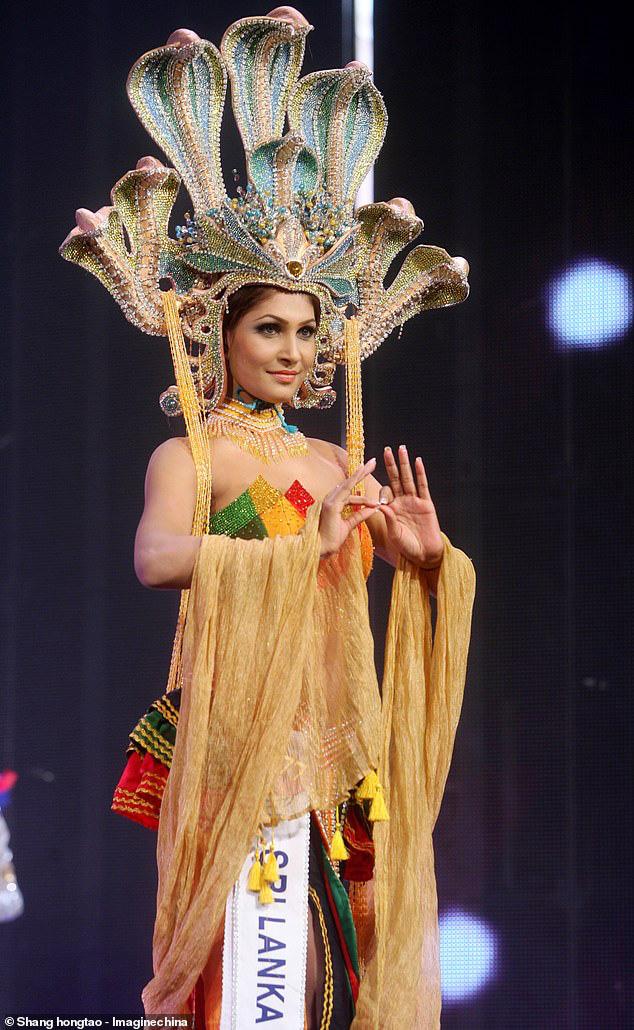Hoa hậu Quý bà Sri Lanka bị giật vương miện khi đăng quang - Ảnh 3.
