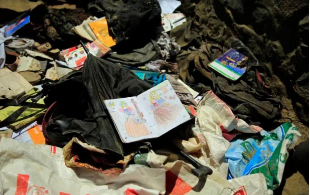 Số nạn nhân tử vong trong vụ nổ bom ở trường học Afghanistan tăng lên 68, 165 người bị thương - Ảnh 1.