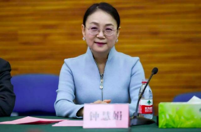Khốc liệt cuộc cạnh tranh giành ngôi nữ tỷ phú giàu nhất Trung Quốc - Ảnh 2.