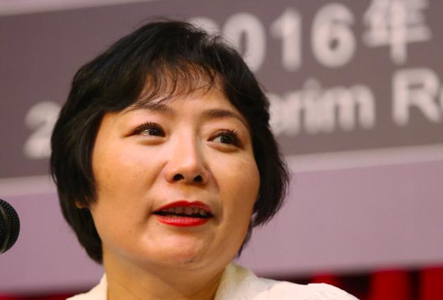 Khốc liệt cuộc cạnh tranh giành ngôi nữ tỷ phú giàu nhất Trung Quốc - Ảnh 4.
