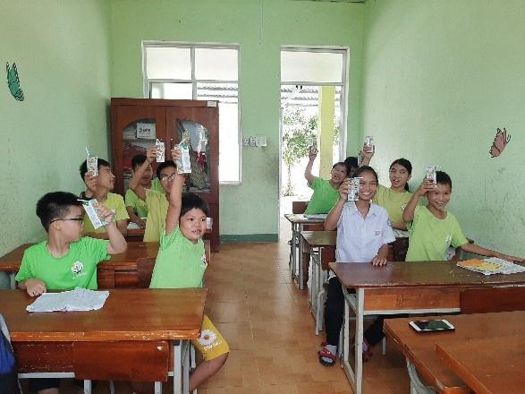 Vinamilk và Quỹ sữa Vươn cao Việt Nam 2021 trao tặng 1,7 triệu ly sữa hỗ trợ trẻ em khó khăn - Ảnh 2.