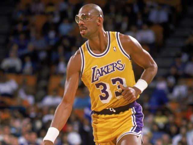 NBA tạo giải thưởng mới nhằm tôn vinh huyền thoại Kareem Abdul-Jabbar - Ảnh 1.