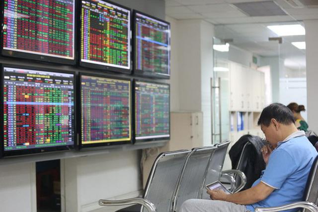 Thị trường diễn biến giằng co, VN-Index giảm gần 3 điểm - Ảnh 1.