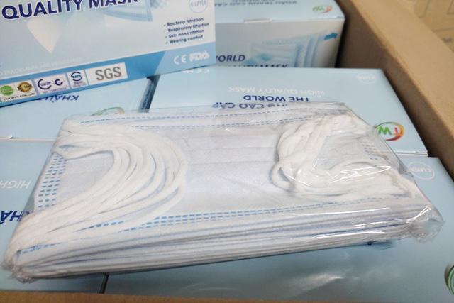 Khẩu trang y tế rục rịch tăng giá, hàng xịn 1,3 - 1,4 triệu đồng/thùng - Ảnh 1.