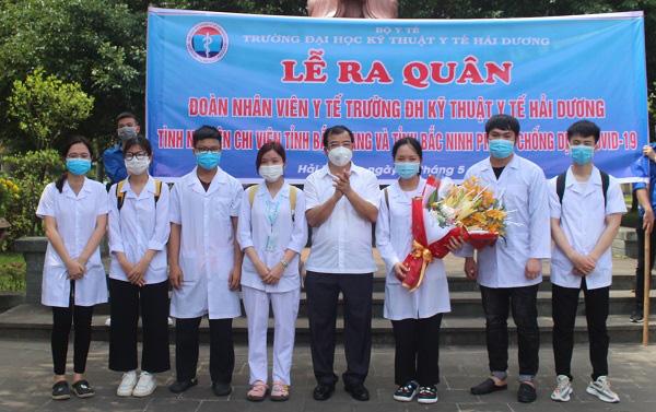 267 cán bộ, sinh viên Đại học Kỹ thuật Y tế Hải Dương hỗ trợ tỉnh Bắc Ninh, Bắc Giang phòng, chống dịch - Ảnh 1.
