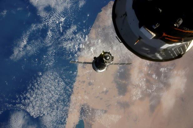 Bộ phim quay ngoài không gian đầu tiên trong lịch sử công bố diễn viên - Ảnh 2.
