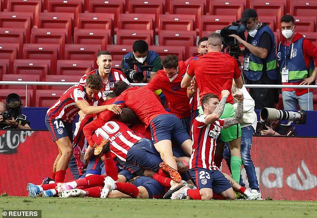 Ngược dòng trong 7 phút, Atletico Madrid tiến sát ngôi vô địch - Ảnh 4.