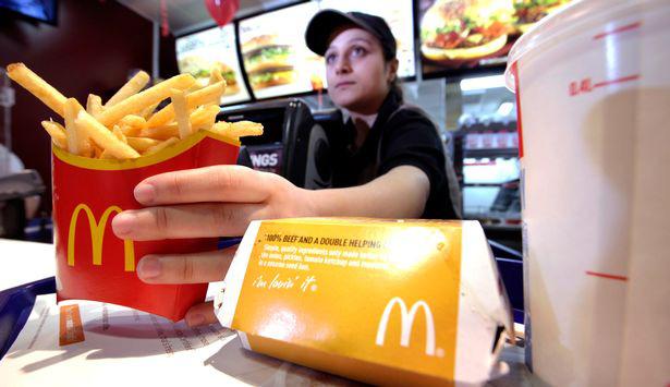 McDonald's, Amazon... buộc tăng lương để hút lao động - ảnh 1