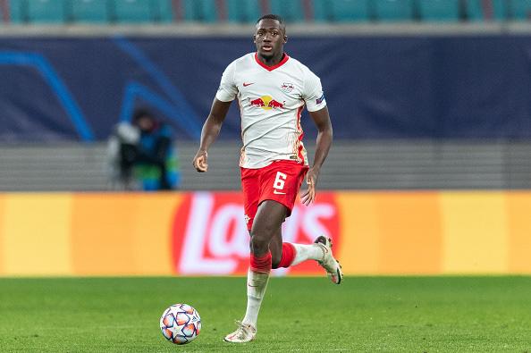 Liverpool sẽ không mua đứt Ozan Kabak - Ảnh 1.