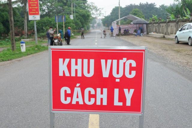 Nam sinh ở Hà Nội mắc COVID-19 phụ giúp ở quán bia, đi uống trà sữa - Ảnh 1.