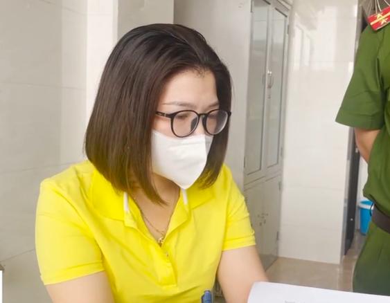 Cơ sở tẩy trắng mực bằng hóa chất: Giám đốc khai nhân viên tự xin oxy già để tẩy - Ảnh 2.