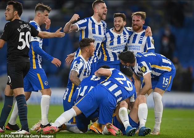 Thi đấu thiếu người, Man City để thua ngược Brighton - Ảnh 3.