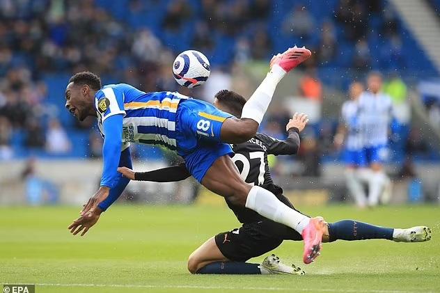 Thi đấu thiếu người, Man City để thua ngược Brighton - Ảnh 1.