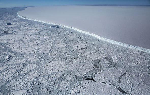 Tảng băng trôi lớn nhất thế giới vỡ ra từ thềm Nam Cực - ảnh 4
