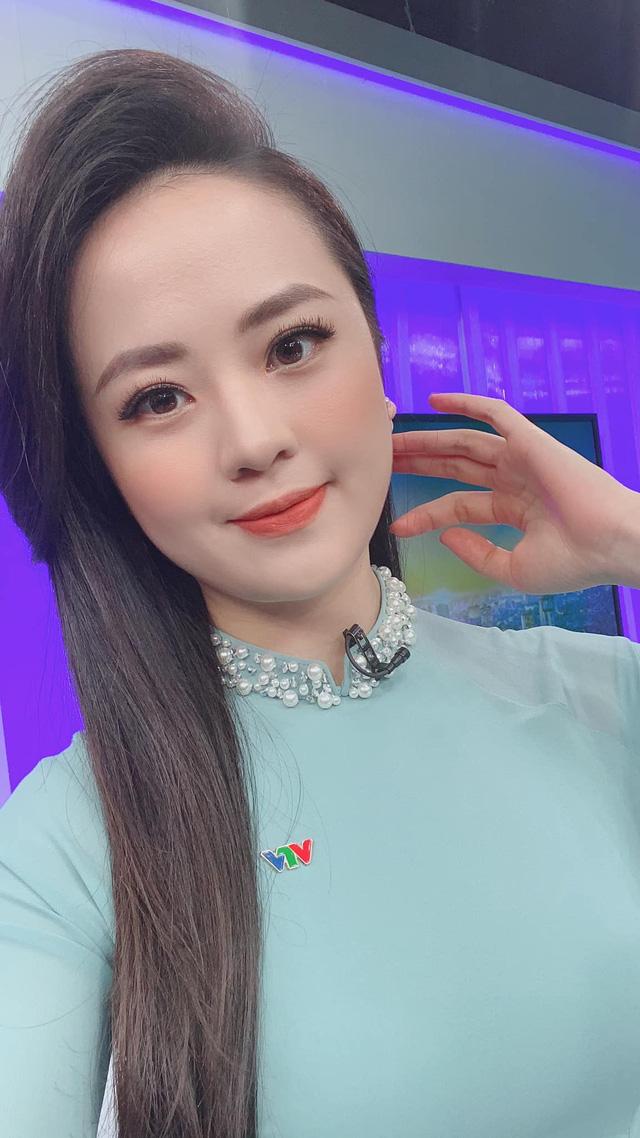 Dàn MC, BTV mê tóc dài: Thụy Vân biến hóa, Hoài Anh cuốn hút, Thu Hương lại than dày - Ảnh 2.