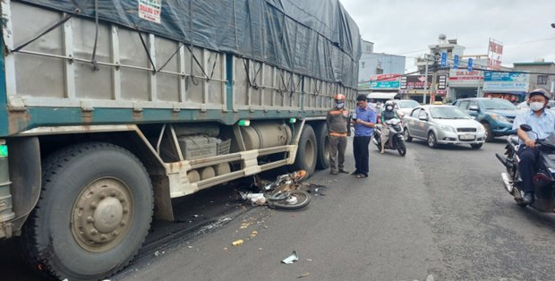 Xe tải va chạm với xe máy, một học sinh lớp 12 tử vong - Ảnh 3.