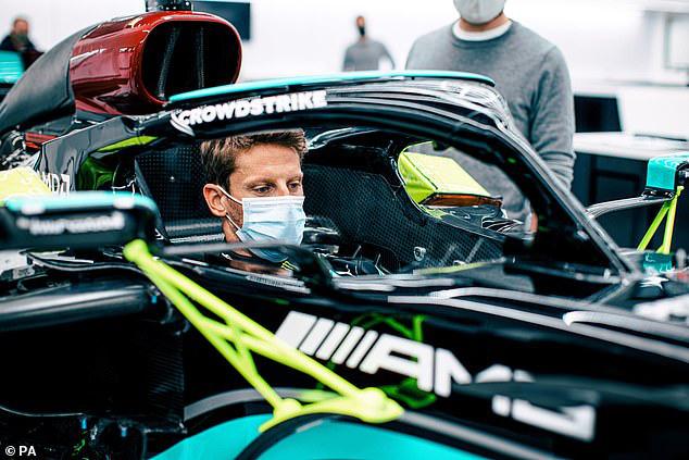 Romain Grosjean nhận món quà từ Mercedes - Ảnh 1.