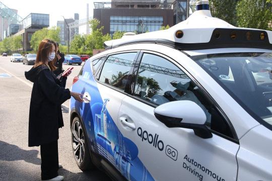 Trung Quốc triển khai dịch vụ taxi không người lái - ảnh 1
