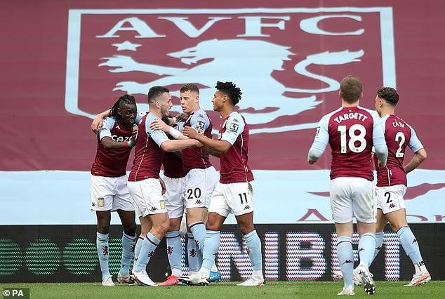 Ngược dòng trước Aston Villa, Man Utd vẫn chưa cho Man City vô địch - Ảnh 1.