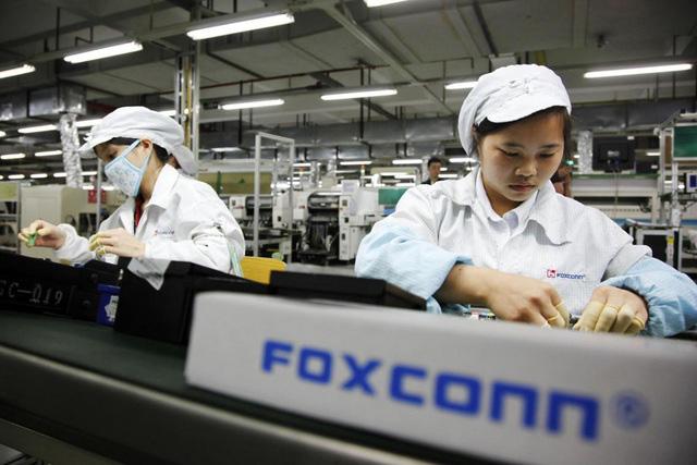 Foxconn tăng lương thưởng để dụ dỗ nhân viên trước mùa sản xuất iPhone 13 - ảnh 1