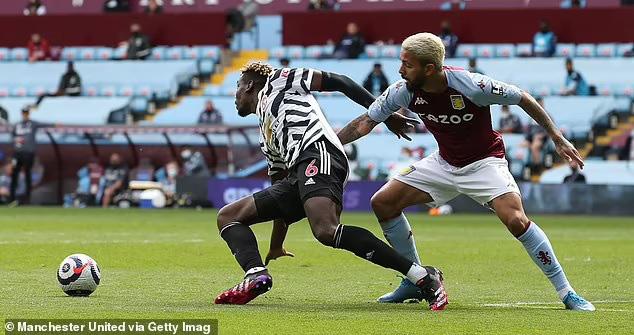 Ngược dòng trước Aston Villa, Man Utd vẫn chưa cho Man City vô địch - Ảnh 2.