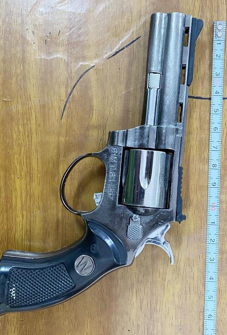 Mua súng bật lửa đi cướp điện thoại - ảnh 2