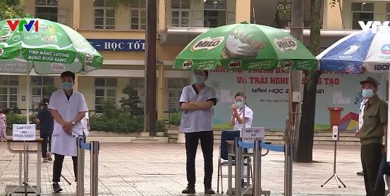 Ngày thi đầu tiên tuyển sinh vào lớp 10 ở Hà Nội: Nhiều thí sinh bị nhầm địa điểm thi - Ảnh 1.
