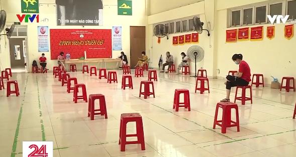 Ngày thi đầu tiên tuyển sinh vào lớp 10 ở Hà Nội: Nhiều thí sinh bị nhầm địa điểm thi - Ảnh 2.
