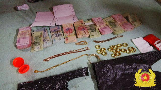 Con dâu trộm hơn nửa tỷ đồng của bố chồng, tạo hiện trường bị mất  trộm - ảnh 1