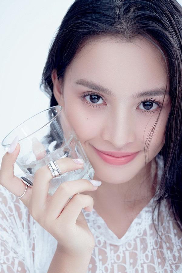 Vẻ đẹp trong veo của Hoa hậu Tiểu Vy - Ảnh 7.