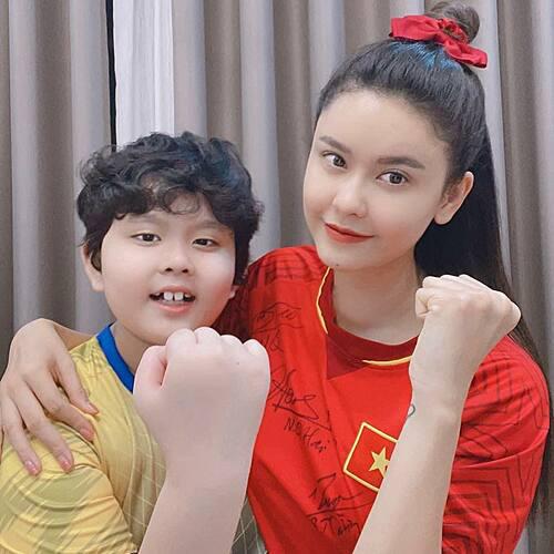 Sao Việt tưng bừng chúc mừng đội tuyển Việt Nam chiến thắng - Ảnh 8.