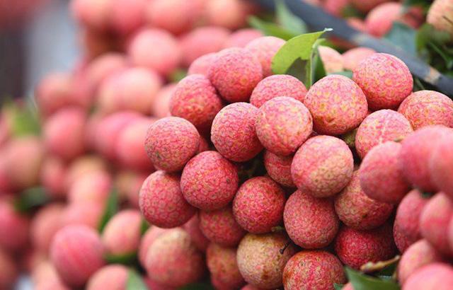 Tiêu thụ nông sản qua thương mại điện tử: Chủ động để không phải giải cứu - Ảnh 2.